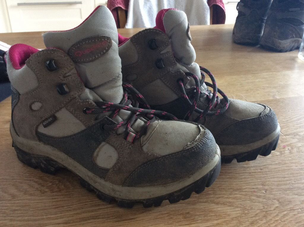 Kids childrens walking hiking boots size 1.5