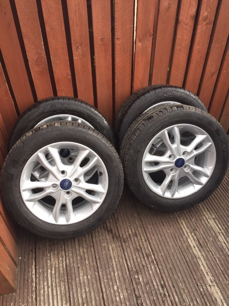 Ford Fiesta alloys set of 4 new tyres 195/55/R15