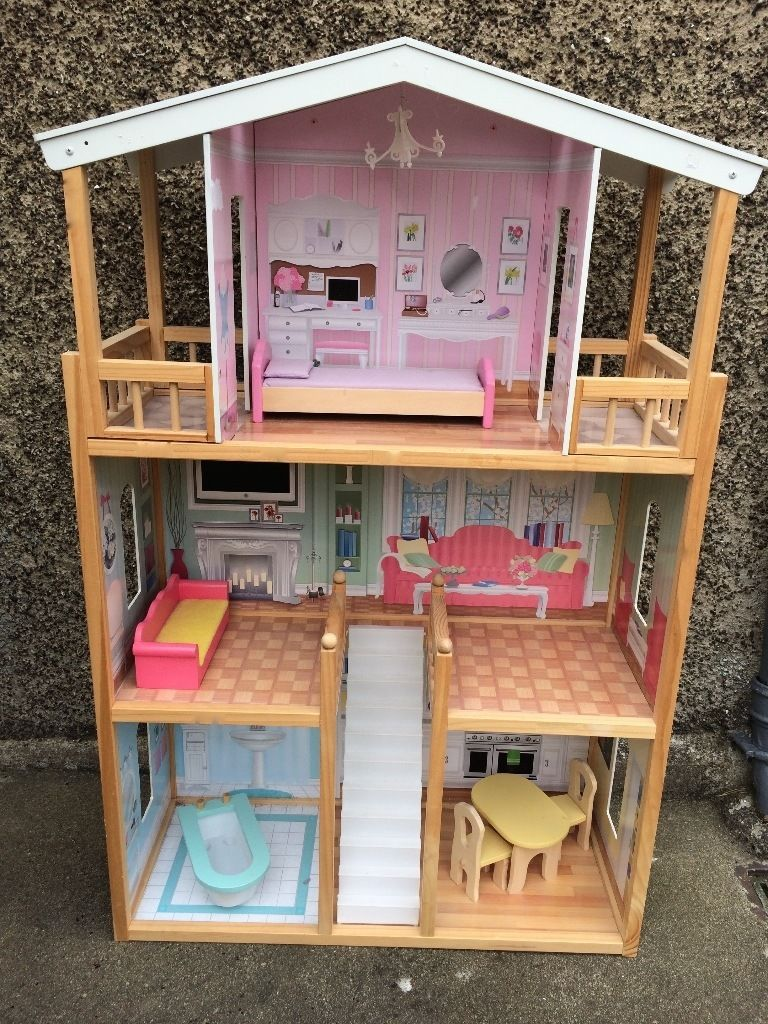 Lovely Kidcraft dolls house with furniture
