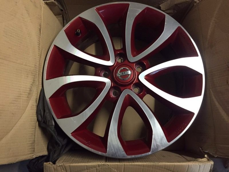 Nissan Juke flame red 17in alloys
