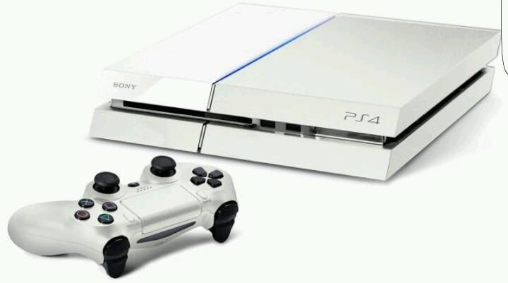 Ps4 white with 3 games and controller