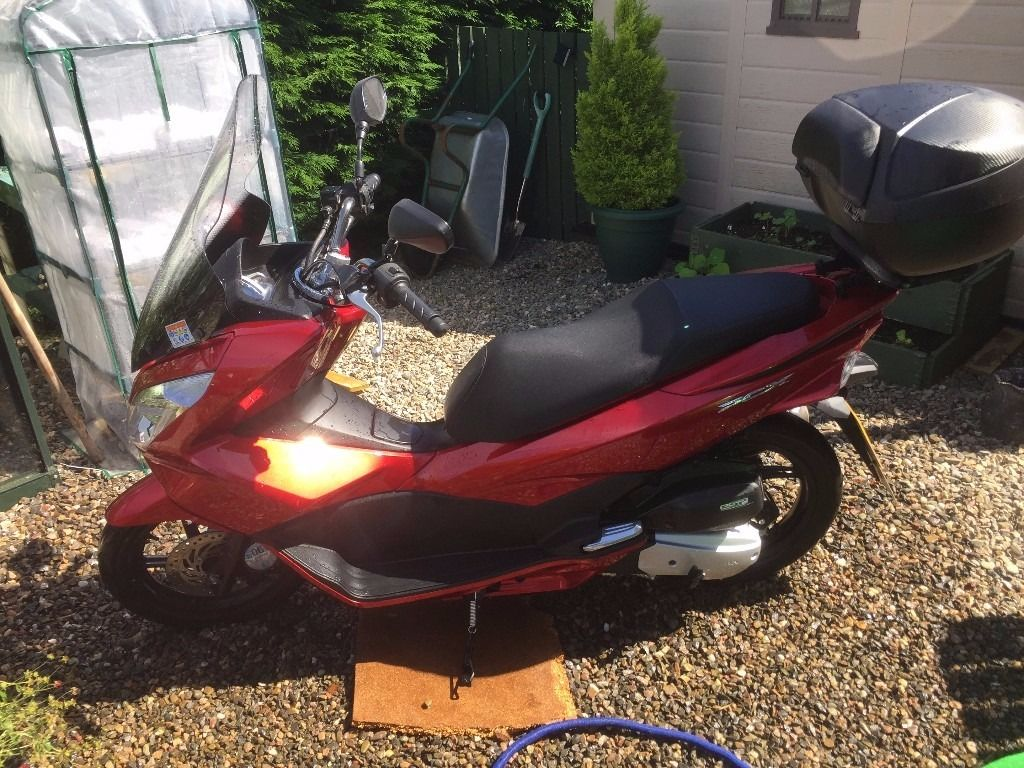 Honda PCX 125 Red with top box included