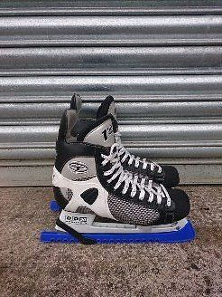 Ice Hockey Skates - CCM 152 Tacks