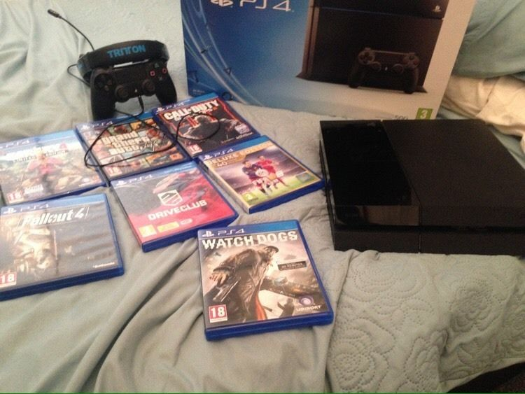 PlayStation 4 500gb 1 controller 7 games like new