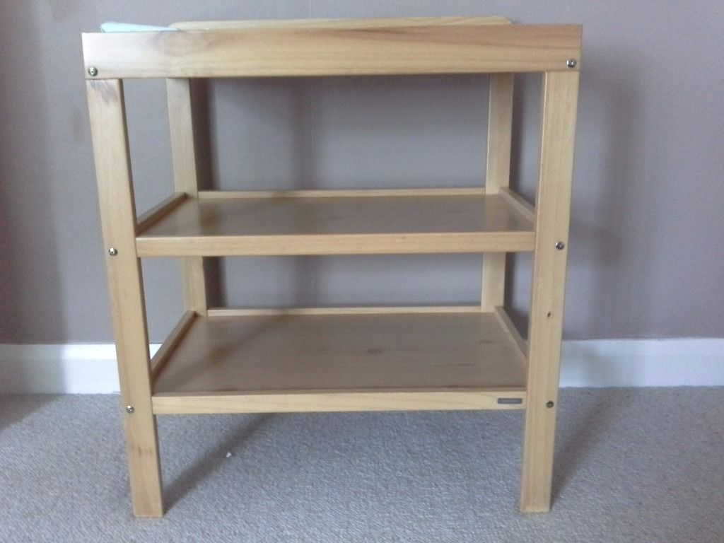 Free to collect changing table with changing mat