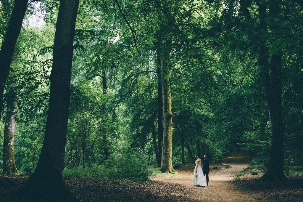 Beautiful, Modern Wedding Photography by an Artistic Female Photographer - Save now on 2016 dates