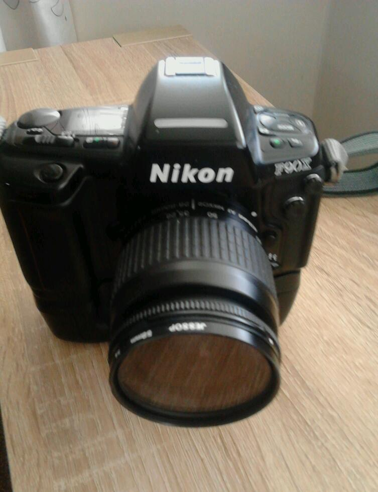 Nikon f90x 35mm slr with nikkor zoom ,motor drive,exc