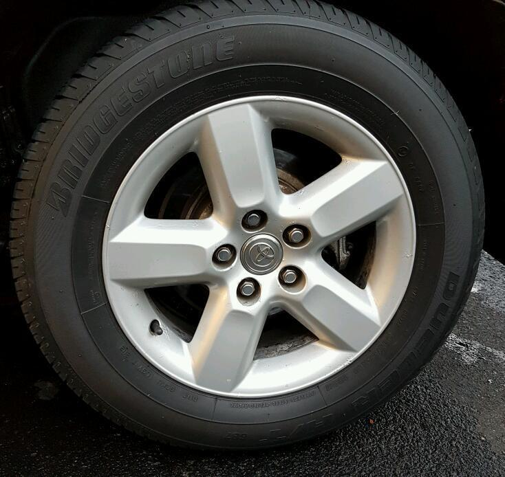 Toyota Rav 4 single alloy wheel