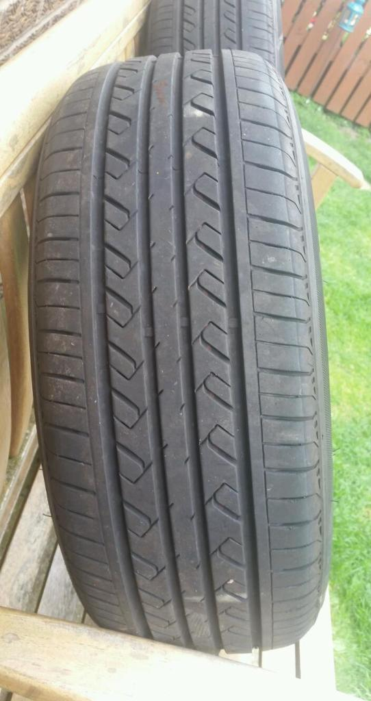 Pair of 195/60 R15 88V Tyres. 5mm