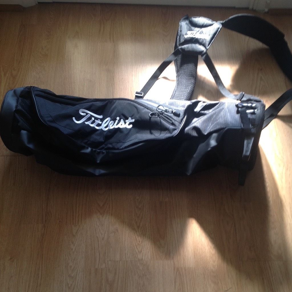 Titleist black golf carry bag