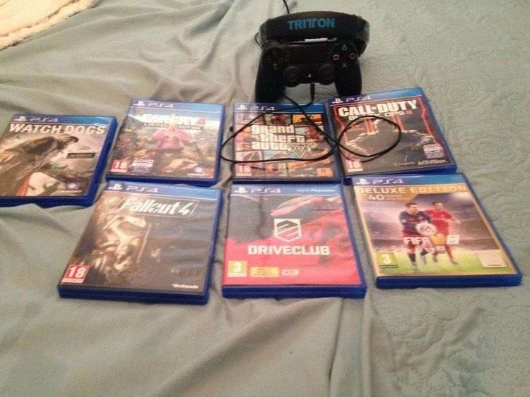 Ps4 500gb fully boxed 7 games 1 pad Tritton headset Excellent condition less than 15 hours use