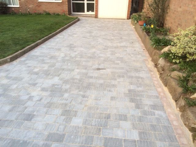 Kelly Landscape Services. Driveways/Patios/Landscaping