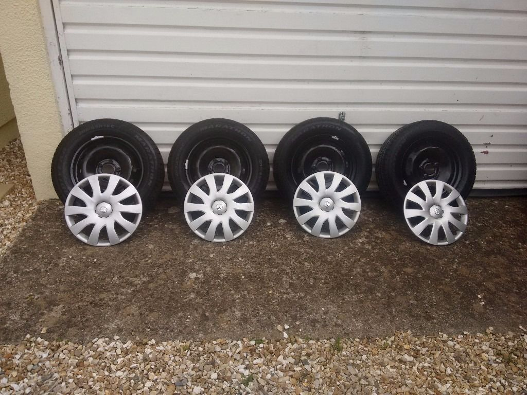 Vauxhall Vivaro 2016 4 x wheels , tyres and wheel trims .