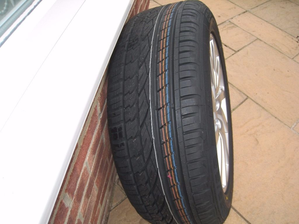 Land Rover Alloy Wheel and Tyre