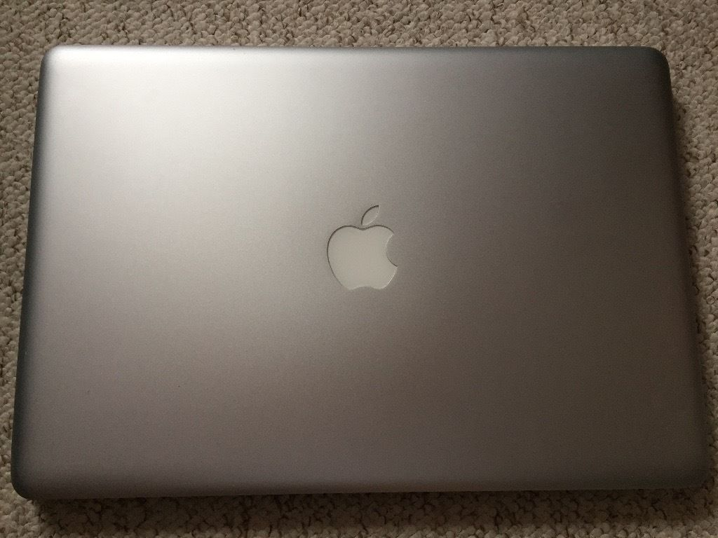 Apple MacBook Pro 5,1 (15-inch Late 2008) A1286 with software bundle, good battery, and charger