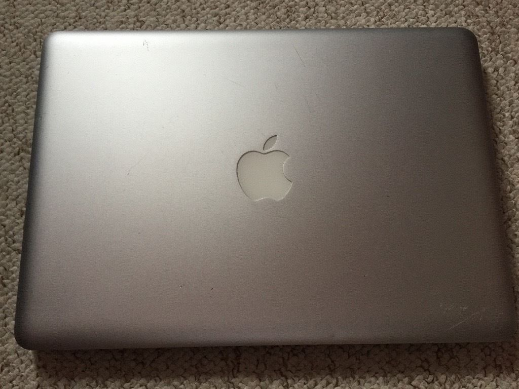 Apple MacBook Pro 5,5 (13-inch Mid 2009) A1278 with Solid State Drive, Charger, and Keyboard Cover