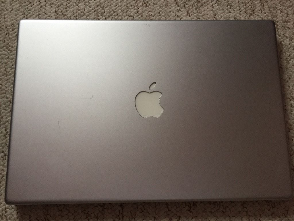 Apple MacBook Pro 2,2 (15-inch Core 2 Duo) A1211 with new battery, charger and software package