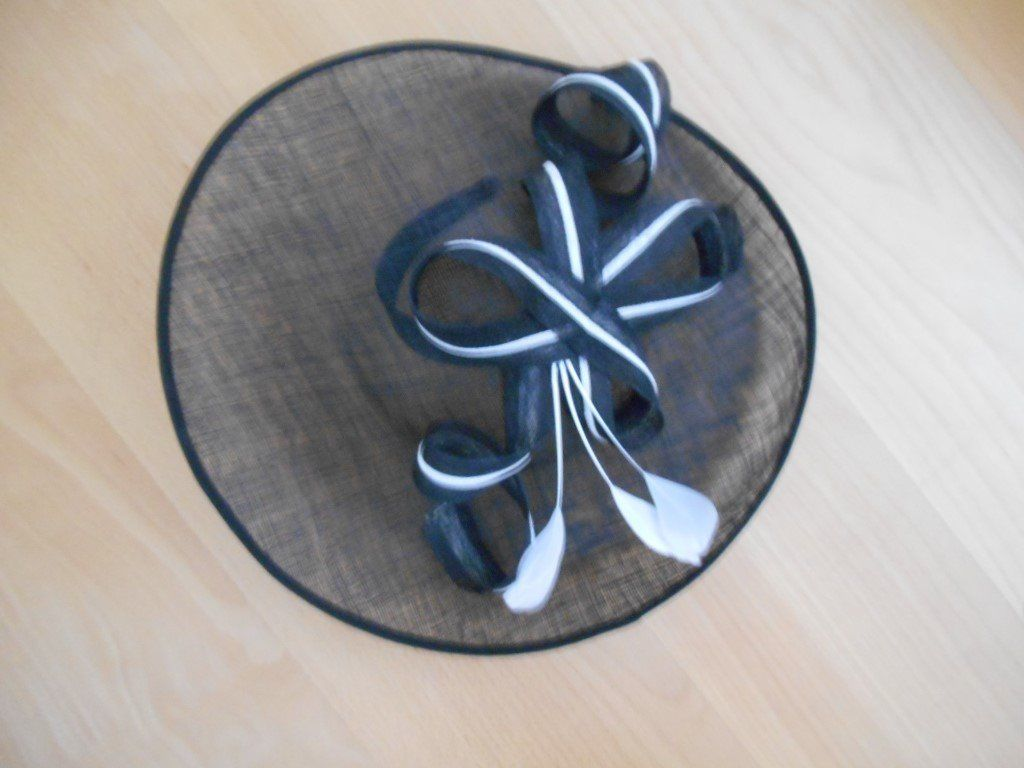 Hat black and white, set onto a headband.