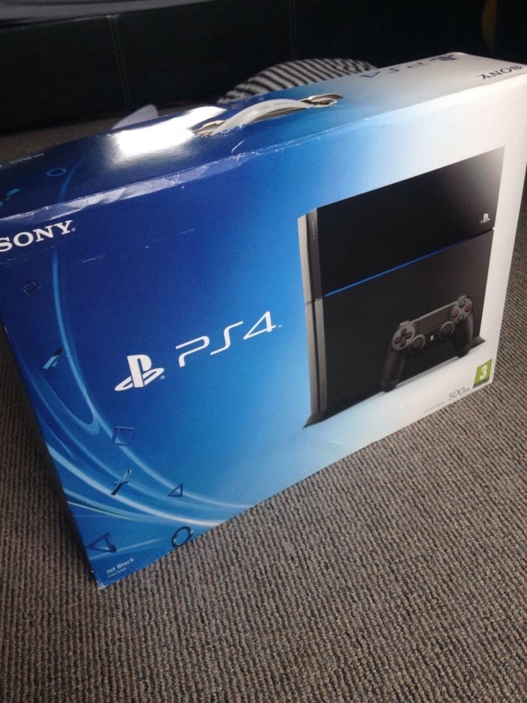 PLAYSTATION 4 (PS4) IN BOX
