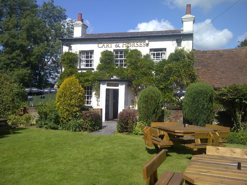 Live in couple required. Country Pub/Resturant just outide Watford... immediate start
