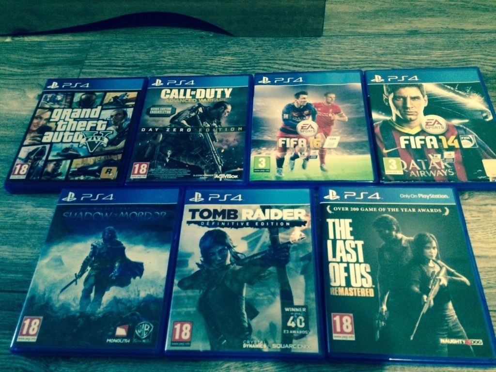 PS4 with 7 games and 2 controller pads