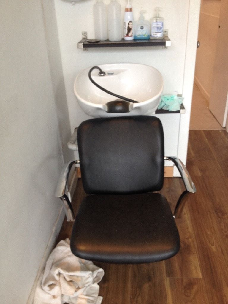 Hairdresser wash sink chair station