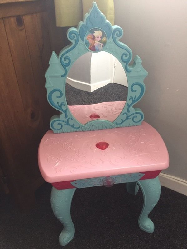 Frozen children's dressing table