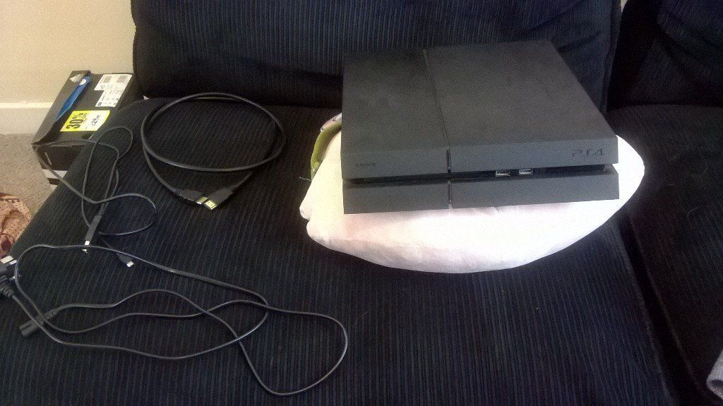 ps4 plus teo controllers plus games