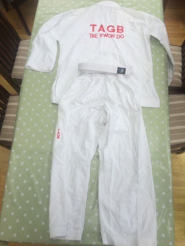 Adults Taekwondo Outfit (Medium)