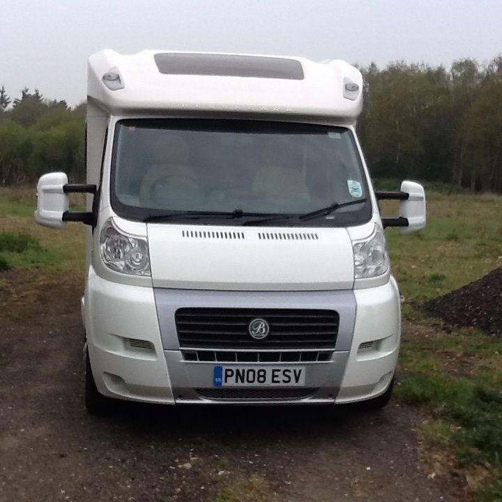 BESSACARR E560 4 BIRTH FIXED BED MOTORHOME