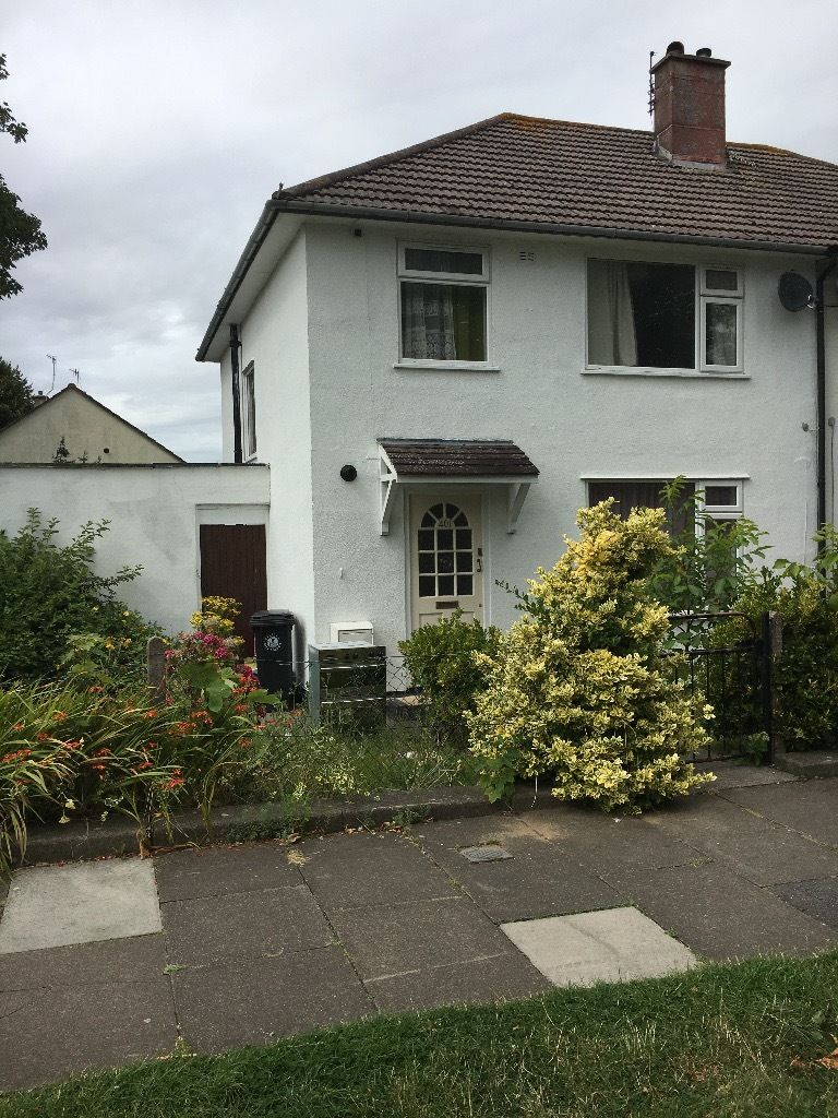 DOUBLE ROOM available in stunning shared house *AVAILABLE TO COUPLES*