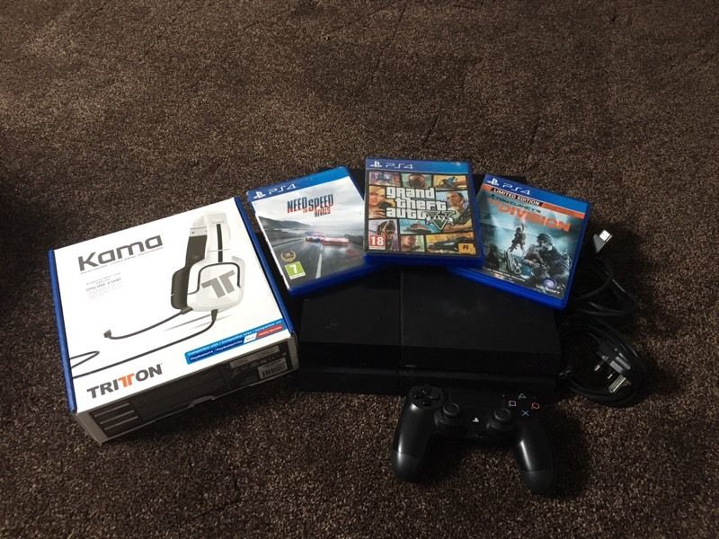 Sony ps4 console with 3 games and headphones. PlayStation 4 console.