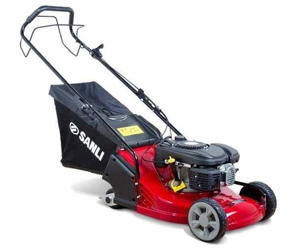Self propelled mower with rear roller