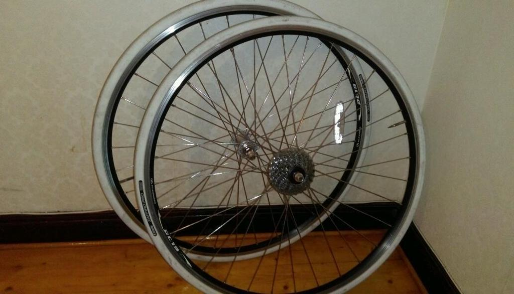 700c wheelset with 8-speed cassette