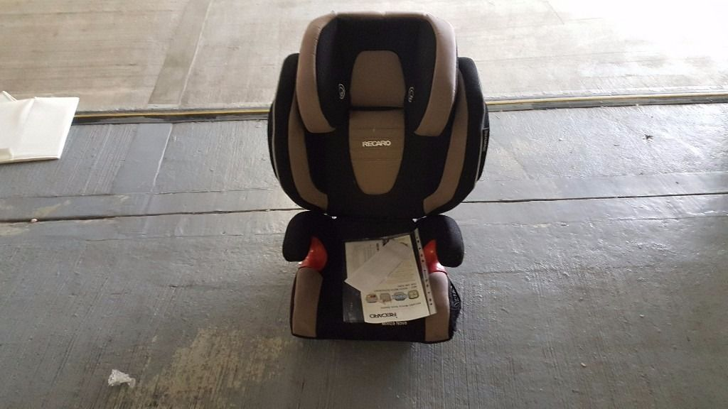 Recaro child seat with speakers from baby to 10