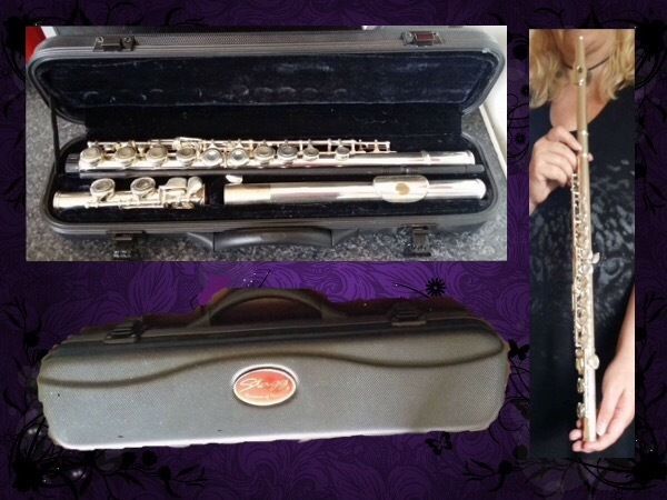 LIKE NEW BEAUTIFUL SILVER FLUTE WITH CASE AND CLEANING ROD