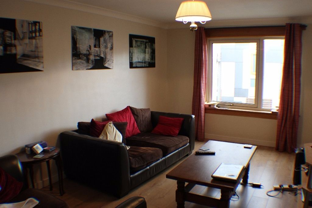 Room in newly furnished 2 bedroom city center - Young professionals - Bill included in rent