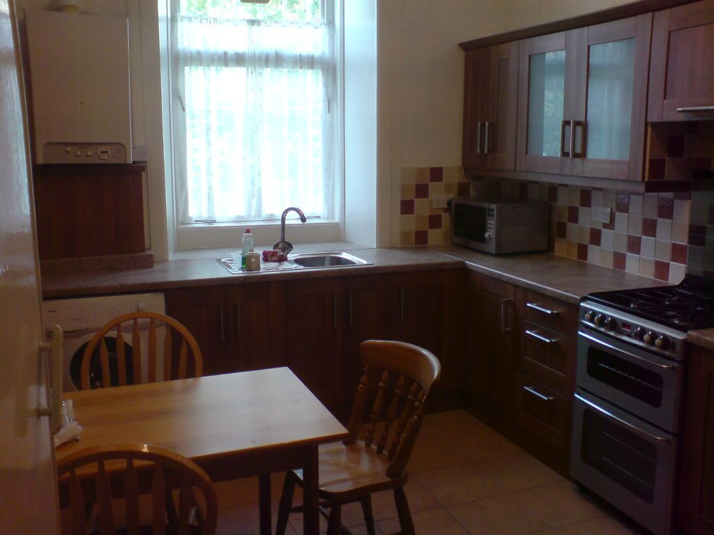Single Room - Close To Ibrox Tube Station