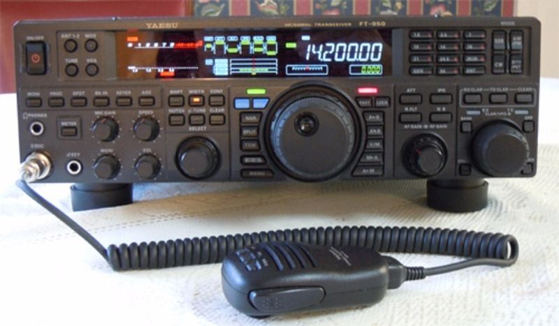 yaesu ft 950 hf/6 meter amateur radio mint condition and widebanded.........
