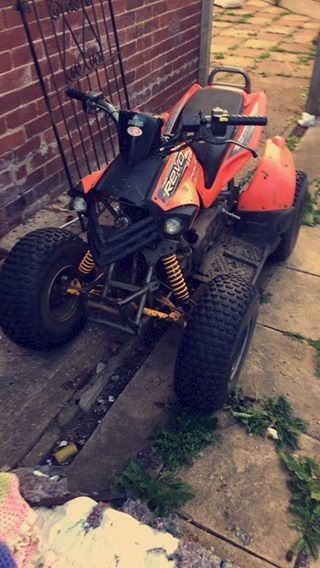 Aeon Cobra2 100CC with on-road and off-road wheels