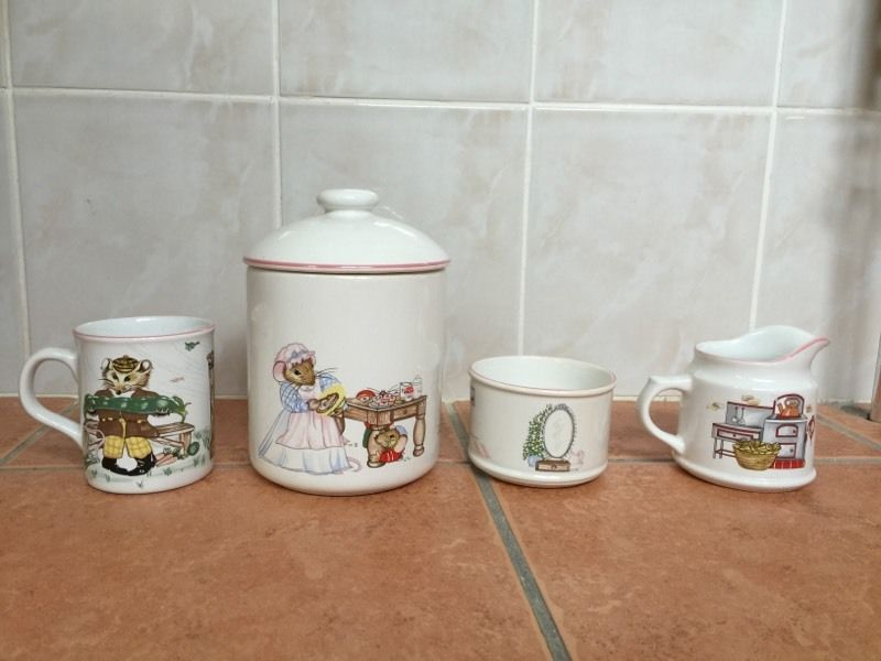 """House MousWadWADE ""House Mouse"" Biscuit Barrel, Sugar Bowl, Milk Jug & Mug (Boots)"
