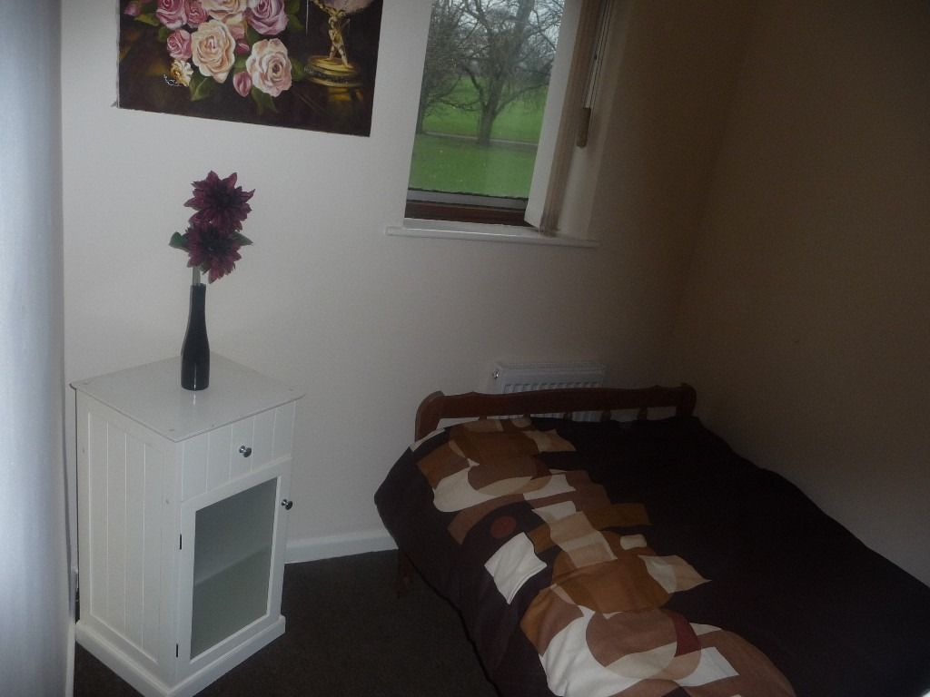 small(box room) room in a clean and friendly house in muller re eastville
