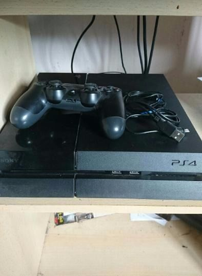 Sony PlayStation 4 Console (PS4)