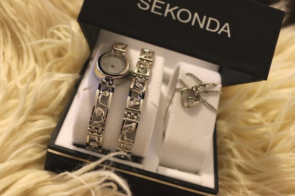 New Sekonda Watch, comes with a bracelet and a necklace .