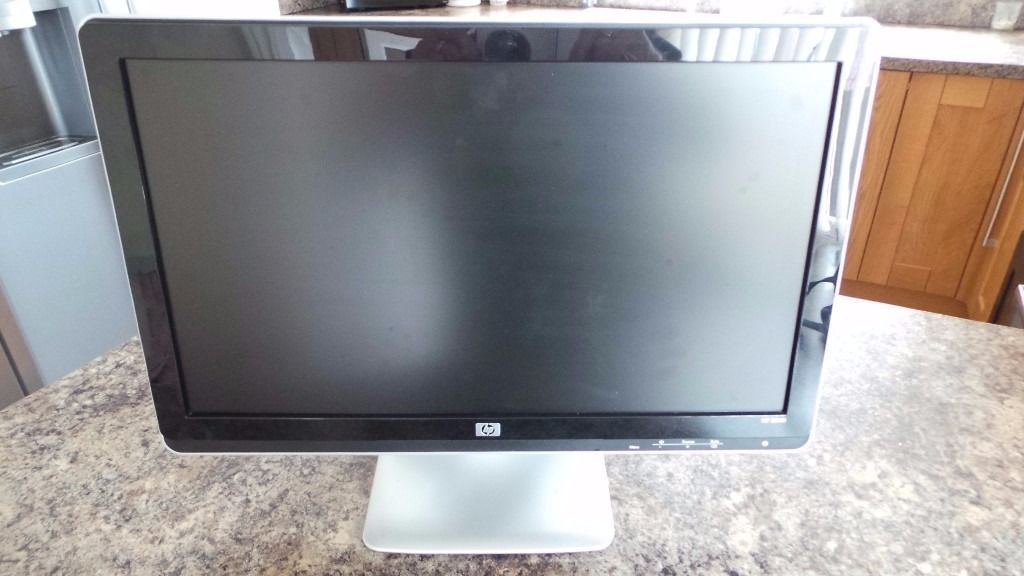 """HP 2010i 20"""" Widescreen LCD Flat Panel Monitor with Built-In Speakers DVI 5ms"""