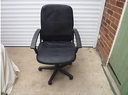 COMPUTER CHAIR LIKE NEW
