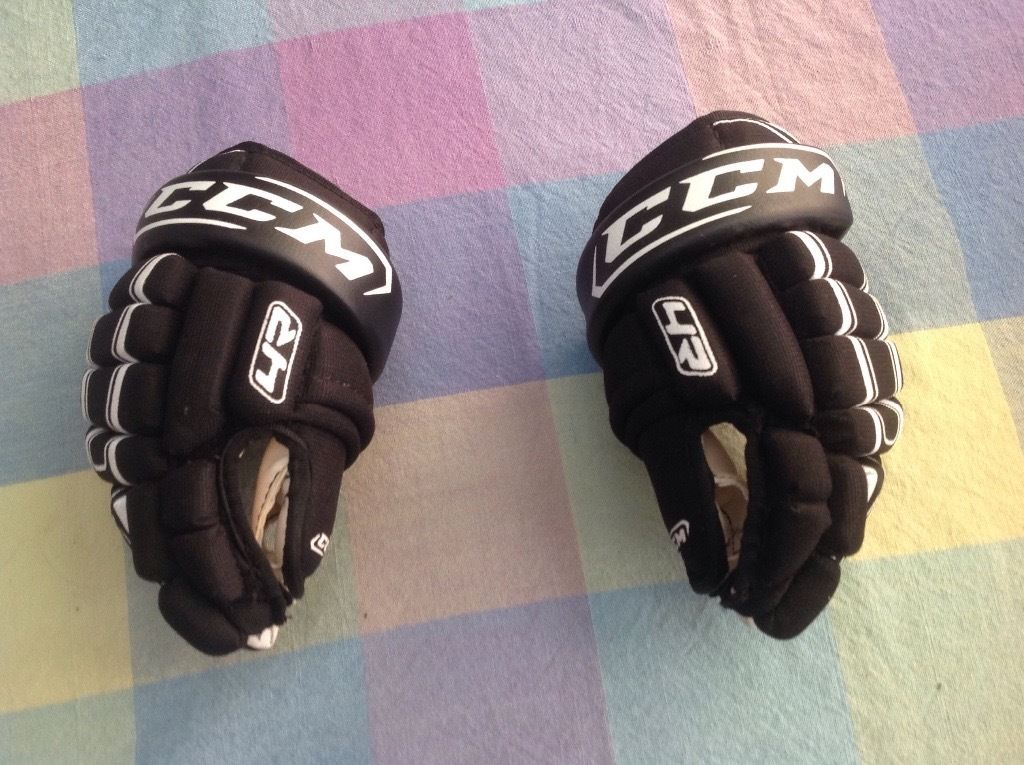 "Small 9"" children ice hockey gloves CCM never used"