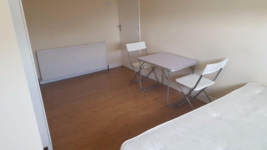 Lovely Double Room/ All Bills included