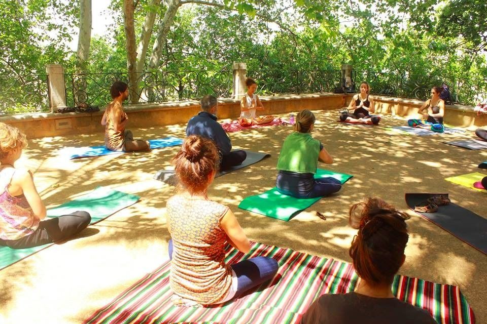 Kundalini yoga & meditation classes for Spanish speakers