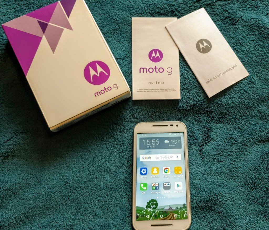 Moto G (3rd Generation) 16gb, white front. Perfect condition